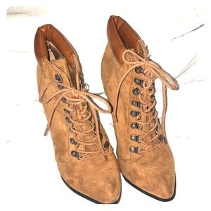 Beautiful Lace up Boots 🍂 Perfect for Fall Size 9